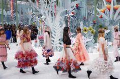 Ideas For Fashion Design Inspiration Haute Couture Chanel 2015 Chanel Couture, Haute Couture Paris, Chanel Runway, Haute Couture Fashion, Couture Week, Spring Couture, Chanel 2015, Chanel Show, Chanel News