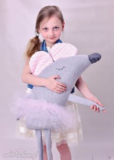 Sewing Pillows Animals Fabrics 19 Ideas For 2019 - funnyfarm Sewing Toys, Sewing Crafts, Sewing Projects, Muñeca Diy, Baby Ballerina, Mouse Crafts, Fabric Animals, Plush Pattern, Fabric Toys