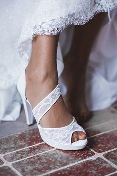 Scopriamo insieme quali saranno i modelli che andranno di moda quest'anno. Le scarpe Flat sono proposte da grandi marchi.  #scarpe #scarpedonna #scarpesposa #sposa2019 #trend2019 #sposascarpe #scarpedasposa #sposa #matrimonio #nozze Louis Vuitton Shoes Sneakers, Comics For Sale, Bollywood, Footwear, Wedding Dresses, Celebrities, Outfits, Life, Fashion