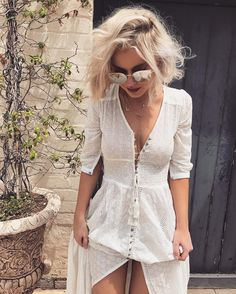 "2,420 mentions J'aime, 32 commentaires - Laura Jade Stone (@laurajadestone) sur Instagram : ""All white @littlelace"""