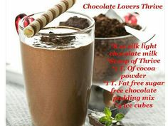 Combination of vanila ice-cream and chocolate flavour makes this beverage recipe a must try for this season. It is easy to make yet tastes great. This delightful shake will give the feling of oasis o a hot summer day Sugar Free Chocolate, Chocolate Recipes, Delicious Chocolate, Delicious Food, Frostig Rezept, Thrive Shake Recipes, Wendys Frosty Recipe, Power Smoothie, Oat Smoothie