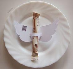 Geflügelte Amicelli-Tischdeko für den Kaffeetisch         Hier  gibts die PDF für dieFlügel. (bisschen srollen)   Die Label sind ein Free...