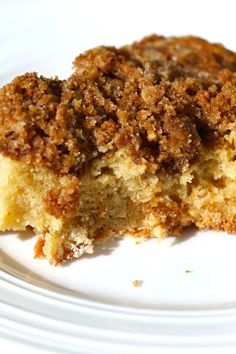 Cinnamon Coffee Cake that is buttery, moist, and has the most delicious streusel crumb topping in the whole world. The focus is extra streusel topping! Cinnamon Streusel Coffee Cake, Crumb Coffee Cakes, Cinnamon Cake, Cinnamon Recipes, Classic Coffee Cake Recipe, Walnut Recipes, Smooth Cake, Sallys Baking Addiction, Gingerbread Cake