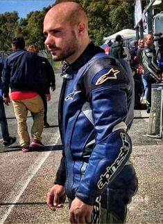 Motorcycle Suit, Motorcycle Leather, Biker Leather, Leather Men, Biker Gear, Biker Style, Sport Bikes, Winter Jackets, Leather Outfits
