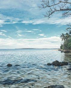 Halaman belakang. Ngopi dengerin Spotify ngerokok.  #sea #blue #weekend #skyporn #indonesia