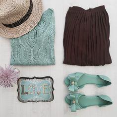 Combinação fofa! Saia plissada+ Suéter verde água+ Melissa=Muito Amor!