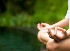 Asana no es suplicio ni rebuscada posición difícil,  sino perfecta calma muscular y orgánica en general, por medio de una posición corporal firme,  totalmente inmóvil y con la necesaria relajación