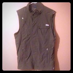 Columbia omni shade sun protection size m Like new use once Columbia Jackets & Coats Vests