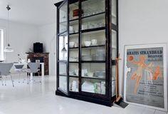 Billedresultat for vitrine glasskab Warehouse Living, Closet Drawers, Aarhus, Scandinavian Home, Küchen Design, China Cabinet, Interior Design Living Room, Shelving, Display Shelves