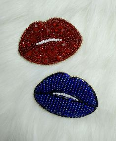 lips Lip Art, Beaded Embroidery, Hand Embroidery, Refashion, Seed Beads, Embellishments, Beading, Diy Kid Jewelry, Bead Patterns
