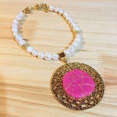 Collar de perlas by Luz Marina Valero