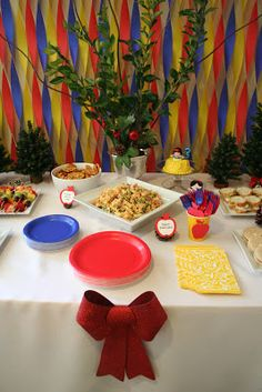 As you may have guessed from the rainbow party I threw last year . I LOVE planning kids' birthday parties. They are just way too fun! 2nd Birthday Party Themes, First Birthday Parties, Birthday Ideas, 3rd Birthday, Pool Party Decorations, Easy Decorations, Snow White Birthday, Rainbow Parties, Christmas Party Food