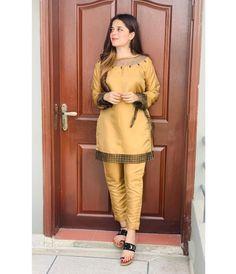 Beautiful Dress Designs, Stylish Dress Designs, Stylish Dresses, Pakistani Formal Dresses, Pakistani Fashion Casual, Cute Girl Poses, Cute Girls, Mehndi Designs For Fingers, Kurta Designs