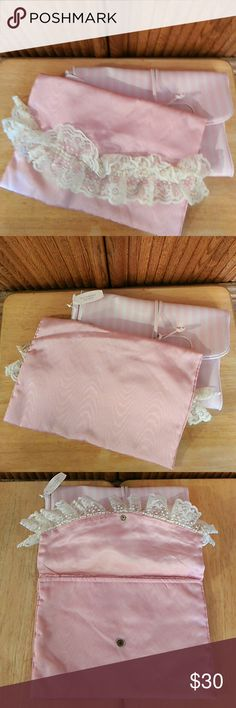 SALE VICTORIA SECRET RARE LINGERIE/TRAVEL BAG NWOT COLOR PINK WITH CUTE LACE TRIM VINTAGE LACE BAG ONLY  COMES FROM SMOKE/PET FREE HOME  🎀 🎀 REDUCED FOR QUICK SALE 🎀 🎀 Victoria's Secret Bags Travel Bags