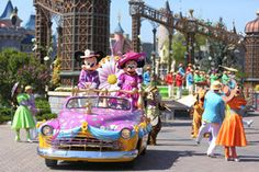'Swing into Spring' Parade at Disneyland Paris with thedreamtravelgroup.co.uk