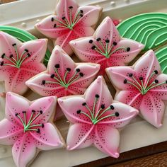 Stargazer Lily Cookies - Cookies By Debbie Star Sugar Cookies, Flower Sugar Cookies, Butterfly Cookies, Iced Cookies, Summer Cookies, Fancy Cookies, Cute Cookies, Cookie Icing, Royal Icing Cookies