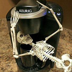 Carcass-in-the-Coffee-Maker --- take THAT, you silly elf-on-a-shelf! This would be fun to Do, a skeleton on the shelf, for Halloween. Halloween Christmas, Halloween House, Halloween Diy, Happy Halloween, Halloween Office, Halloween Stuff, Halloween 2018, Halloween Humor, Halloween Kitchen