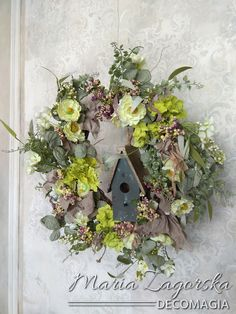 Maja Zagorska creates a spring wreath with only 4 materials and 10 minutes later the result is this! Floral Wreath, Wreaths, Natural, Spring, Home Decor, Style, Swag, Floral Crown, Decoration Home
