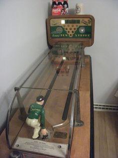 Arcade Game Machines, Arcade Machine, Vending Machines, Vintage Games, Vintage Toys, Vintage Slot Machines, Retro Toys, 1950s Toys, Juke Box