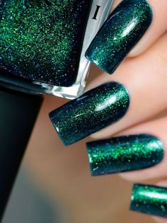 What Christmas manicure to choose for a festive mood - My Nails Iridescent Nail Polish, Christmas Manicure, Holiday Nails, Purple Sparkle, Perfect Nails, Gorgeous Nails, Pretty Nails, Clean Nails, Nail Decorations