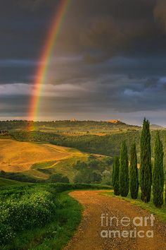 Everybody wants to visit the Toscana, Italy. The Tuscany boasts a proud heritage. Beautiful World, Beautiful Places, Beautiful Pictures, Under The Tuscan Sun, Foto Art, Tuscany Italy, Over The Rainbow, Belle Photo, Rocky Mountains