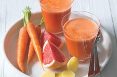 Detox džus | Apetitonline.cz Smoothie Detox, Smoothie Drinks, Fruit Smoothies, Dieta Detox, Fruit Juice, Sugar Free, Health Fitness, Food And Drink, Healthy Recipes