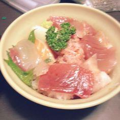 おつとめ品でも美味しくいただけます♡笑 - 3件のもぐもぐ - 2012.06彼がつくってくれた海鮮丼♪ by Kyokorilakkuma