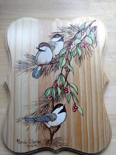 Woodburned and Painted Chickadee Woodburned und gemalter Chickadee Wood Burning Tool, Wood Burning Crafts, Wood Burning Patterns, Wood Patterns, Diy Wood Projects, Wood Crafts, Pyrography Patterns, Pintura Country, Diy Holz