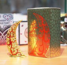 Omnia Brgari: là dòng nước hoa thanh lịch và tinh tế dành riêng cho những phụ nữ trẻ muốn thể hiện bản thân bằng hương thơm tươi mát Seo Online, Royals, Bookends, Candle Holders, Candles, Dubai, Decor, Decoration, Porta Velas