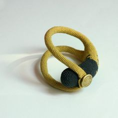 I have made this bracelet out of the mustard, yellow and grey cotton yarn with metal vintage Button with an R letter on it as closing.    Length: 9,8 /