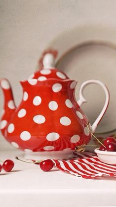 red and white tea pot, in polka dots Teapots And Cups, My Cup Of Tea, Chocolate Pots, My Favorite Color, Kitsch, Tea Time, Tea Party, Red And White, Tea Cups