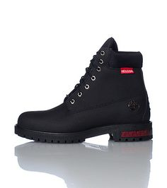 TIMBERLAND Lace up front closure Helcor genuine leather Ultra scuff and water proof boot Signature logo on side Ridgid sole detail