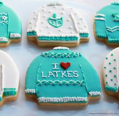 Awesome Etsy find: Christmas cookies by Whipped Bakeshop CUTE! Awesome Etsy find: Christmas cookies by Whipped Bakeshop Sweet Cookies, Iced Cookies, Holiday Cookies, Cupcake Cookies, Holiday Treats, Sugar Cookies, Cookies Et Biscuits, Hannukah Cookies, Holiday Parties