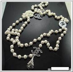 amazing pearl necklace-what else, Chanel!
