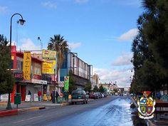 TURISMO EN CIUDAD JUÁREZ Te platica sobre la Avenida Juárez, esta avenida tiene una importancia para esta ciudad  que se remonta a la historia, llega al puente internacional Paso del Norte, es el espacio por donde la gran mayoría de los turistas norteamericanos se trasladan a la zona centro. www.turismoenchihuahua.com