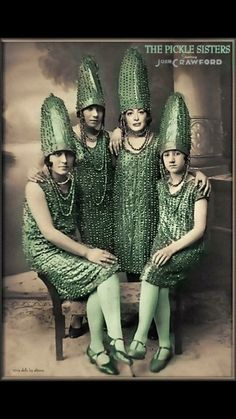 """my-wanton-self: """"Emily: Hi, we're The Pickle Sisters and we're here to entertain you. These hats look like bedazzled di- Emily: Pickles, Martha. They look exactly like pickles. Mode Bizarre, Look Gatsby, Style Année 20, Moda Retro, Flapper, Photo Vintage, Modelista, Art Brut, Pics Art"""