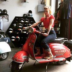 Piaggio Vespa, Lambretta Scooter, Vespa Scooters, Vespa Girl, Scooter Girl, Motorcycle Style, Biker Style, Rv Truck, Vespas