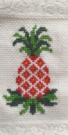 Beginner Quilt Patterns, Quilting For Beginners, Hand Work Embroidery, Cross Stitch Embroidery, Embroidery Stitches Tutorial, Embroidery Designs, Cross Stitch Designs, Cross Stitch Patterns, Picture Frame Crafts
