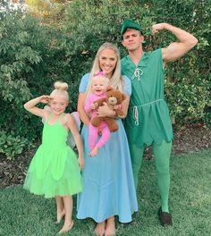 Family Halloween Costumes, Couple Halloween, Halloween 2019, Halloween Outfits, Happy Halloween, Halloween Party, Peter Pan Halloween, Disney Family Costumes, Cole And Savannah