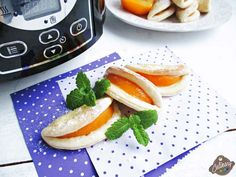 Pernițe cu piersici – retetă de post Caprese Salad, Recipes, Food, Meals, Yemek, Insalata Caprese, Recipies, Recipe, Eten