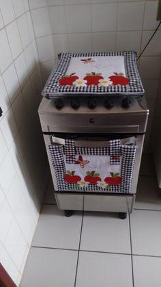 Kit para fogão 4 bocas ...contem toalhinha de cima da tampa e panô do forno ...puxadores para geladeira não acompanham... acrescenta 39.00