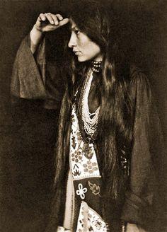 Yanktonai woman Zitkala-Sa
