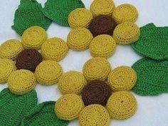Vintage Cork Bottle cap trivet (no pattern) - Daisy (or it could be a sunflower) Plastic Bottle Caps, Reuse Plastic Bottles, Bottle Cap Art, Bottle Cap Projects, Bottle Cap Crafts, Yarn Projects, Crochet Projects, Sewing Projects, Crochet Kitchen