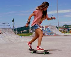 This article contains 40 hot and cute girls on Skateboard. Young, wild and free girls are having fun on the skateboard. A complete girls skateboard photography.
