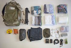 Roulez vos vêtements Dans votre valise, au lieu de plier vos vêtements, roulez-les ! De cette façon, ils ne froisseront pas et prendront moins de place. Les sacs de style Ziploc peuvent être votre meilleur ami dans cette situation afin de ranger vos vêtements par journée ou par type et ainsi éviter un chaos total dans votre valise dès le premier jour. Backpack Outfit, Ultralight Backpacking, Machu Picchu, Travel Packing, Travel Tips, My Bags, Road Trip, Dubai, Camping