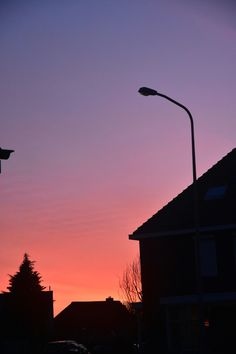See 16 photos from 278 visitors to Rijssen. Pretty Sky, Beautiful Sunset, Tumblr Photography, Nature Photography, Look At The Sky, Sunset Wallpaper, Sky Aesthetic, Sky Sea, Purple Sky