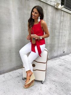 White slacks, jeans outfit summer и red jeans outfit. Red Blouse Outfit, Red Jeans Outfit, Red Top Outfit, Blazer Outfits Casual, Heels Outfits, Trendy Outfits, Fashion Outfits, Womens Fashion, Fashion Tips