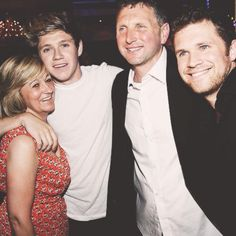 Niall with his mom and dad and brother