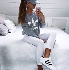 See more ideas about adidas, adidas outfit and adidas fashion. Fashion Casual, Sport Fashion, Look Fashion, Teen Fashion, Fashion Outfits, Womens Fashion, Casual Ootd, Fashion Shoes, Gym Fashion