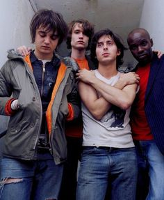 Listen to music from The Libertines like Can't Stand Me Now, Don't Look Back into the Sun & more. Find the latest tracks, albums, and images from The Libertines. Good Music, My Music, Carl Barat, 2000s Music, Band Photography, Photography Aesthetic, Pete Doherty, Fred Perry Polo, Irish Rock